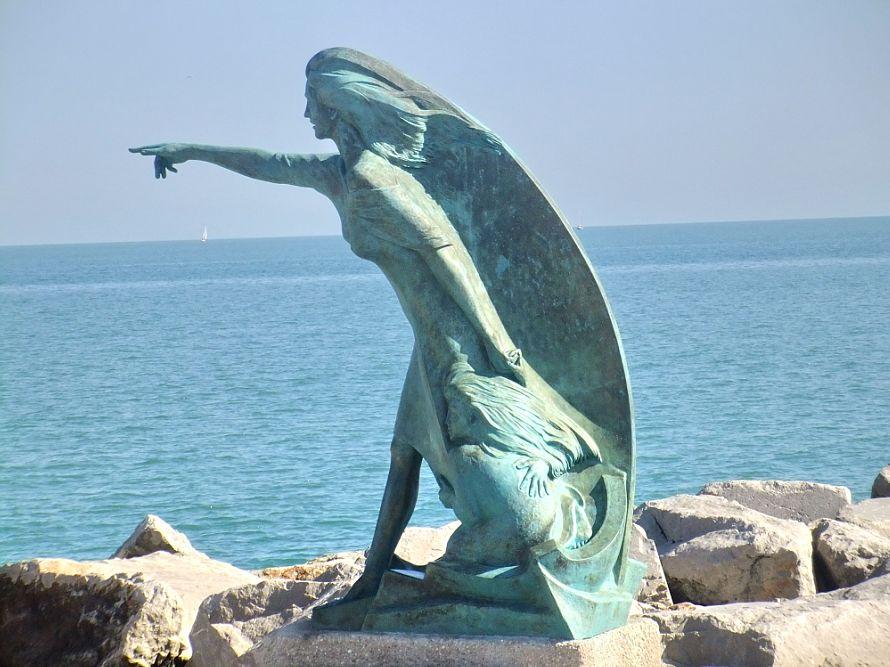 Осень в Римини или Пес, гуляющий краем моря
