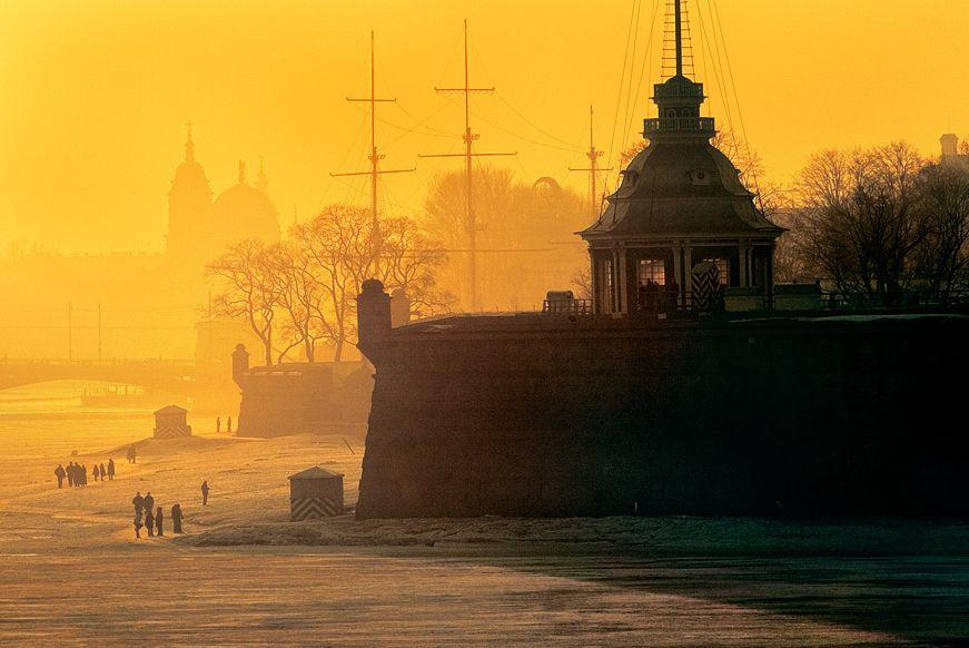 Из Петербурга в Москву и обратно с подорожной по казенной надобности