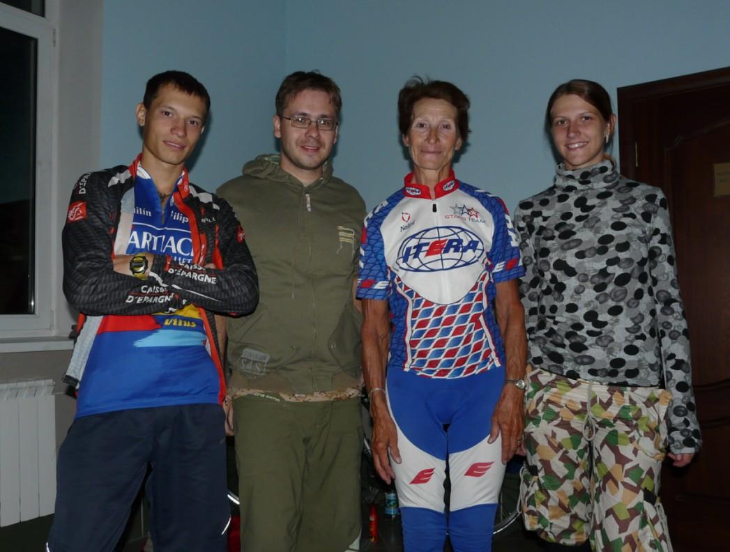 Наша знакомая Юлия Михайлюк отправляется в очередное путешествие на велосипеде. Впереди Магадан! 1301784081-clip-166kb