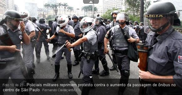 policiais reprimem protestos contra aumento da passagem em São Paulo