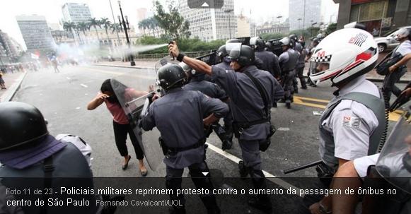 policiais reprimem protestos contra aumento da passagem em São Paulo policiais com cassetetes e gás lacrimogêneo