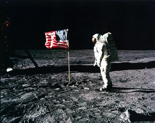 aldrin pozdravlja američku zastavu na mjesecu